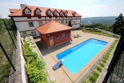 Součástí je i bazén a sauna, zdroj: usedlost-safranka.cz