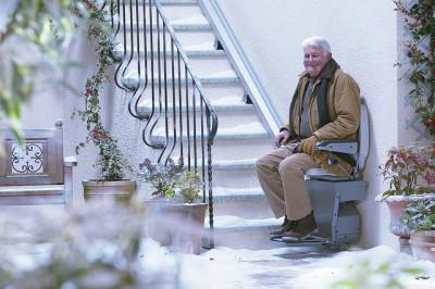 Některé sedačky lze použít i venku, zdroj: stannah.cz